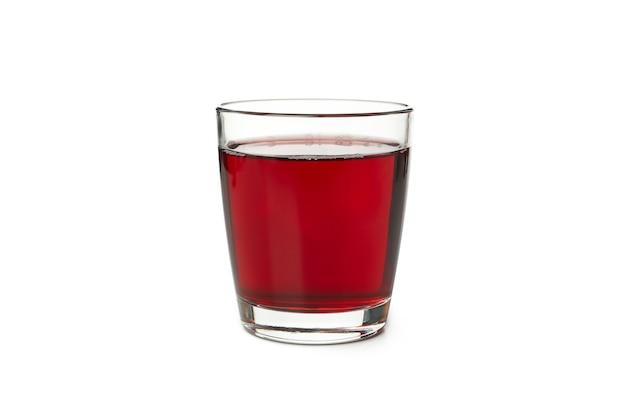 Copo de suco de romã isolado no branco