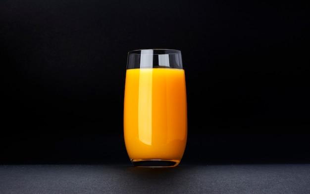 Copo de sumo de laranja