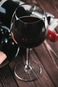 Copo de vinho. vinho tinto.