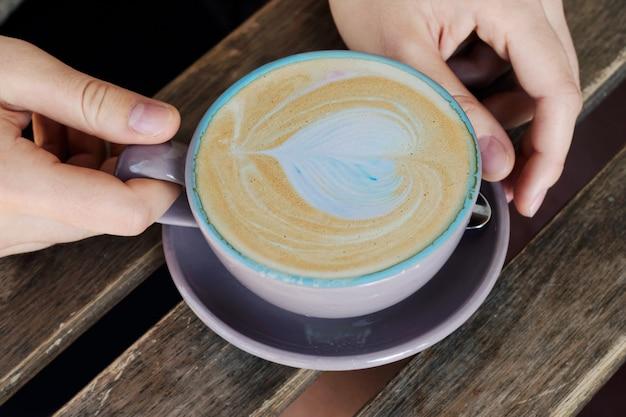 Copo do cappuccino, latte, café para amantes.