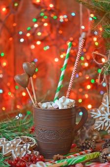 Copo do chocolate quente ou do cacau com pão-de-espécie.