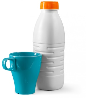 Copo e garrafa de leite