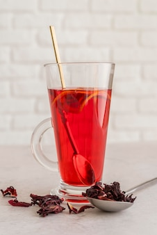 Copo fresco com chá