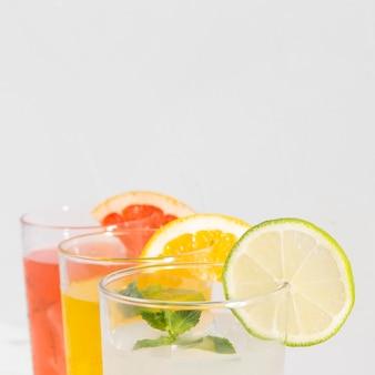 Copos com aroma de bebida cítrica