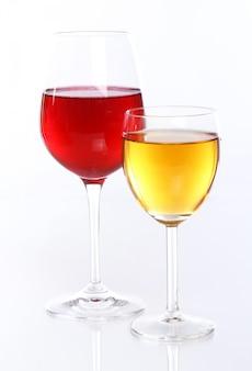 Copos com vinho de frutas