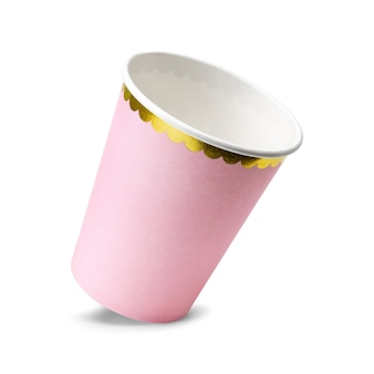 Copos cor-de-rosa do partido isolados no fundo branco.