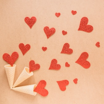 Copos de bolacha com coleção de corações de ornamento