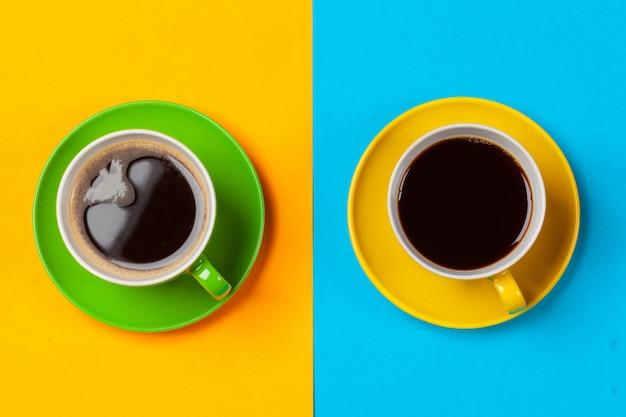 Copos de café coloridos