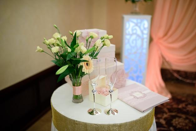 Copos de champanhe de casamento.
