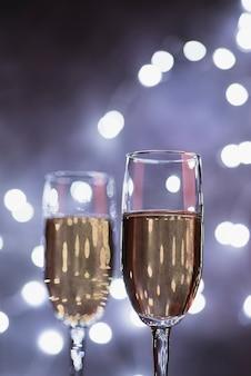 Copos de champanhe de luxo de close-up