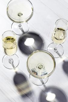 Copos de champanhe de vista superior
