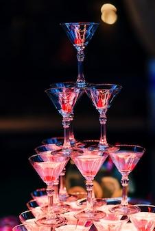 Copos de coquetel martini para um evento festivo