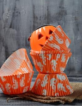 Copos de cozimento de papel para cupcakes de halloween