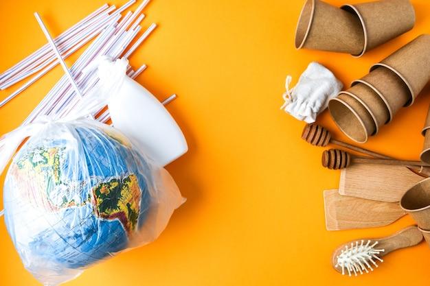 Copos de papel descartáveis ecológicos, utensílios de cozinha de madeira, escova de cabelo e bolsa de algodão