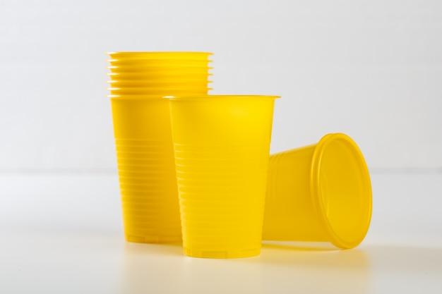 Copos de plástico descartáveis