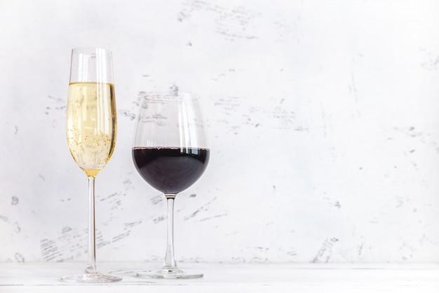 Copos de vinho e espumante