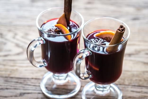 Copos de vinho quente