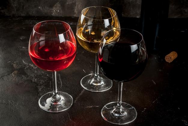 Copos de vinho tinto, rosa e branco