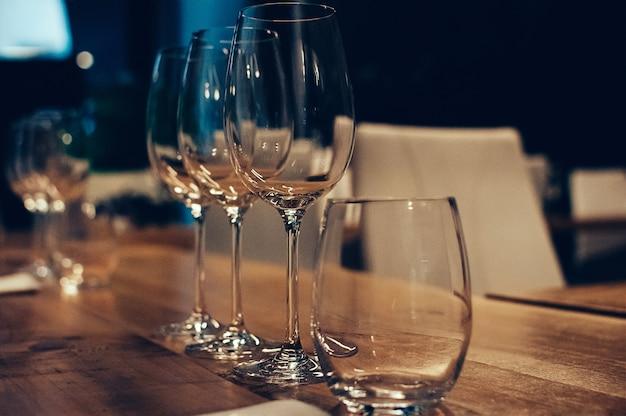 Copos vazios para degustação de vinhos
