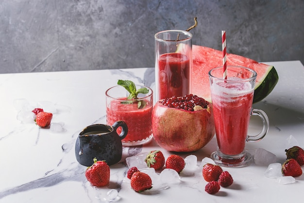 Coquetéis de frutas vermelhas ou smoothies
