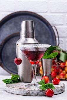 Coquetel de cereja vermelha de verão