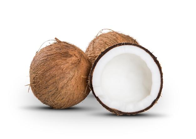 Coquetel de coco em um branco isolado. frutas brasileiras.