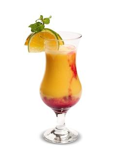 Coquetel de frutas. bebida fria tradicional no verão.