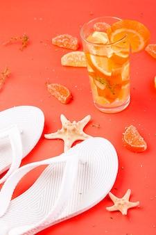 Coquetel de frutas de laranja nas férias de verão