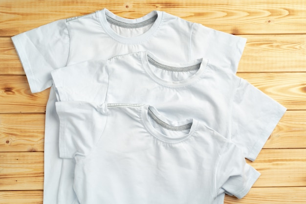 Cor branca t-shirt com espaço de cópia para seu projeto. conceito de moda
