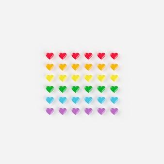 Cor do arco-íris de corações, conceito criativo mínimo, renderização em 3d