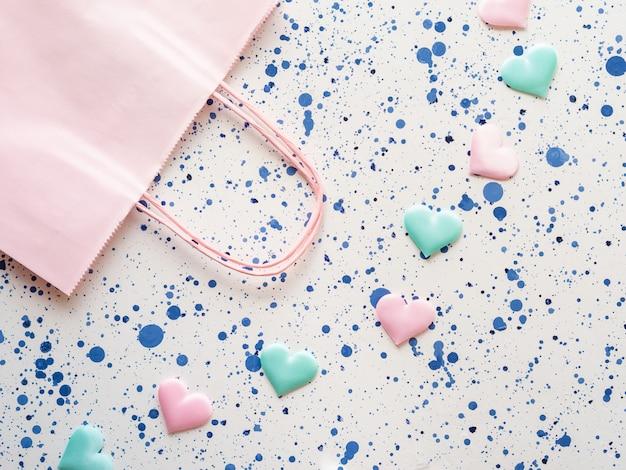 Cor pastel corações e sacola de compras