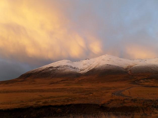 Cor pastel, de, pôr do sol nublado céu, ligado, a, neve tampada, montanha, islândia
