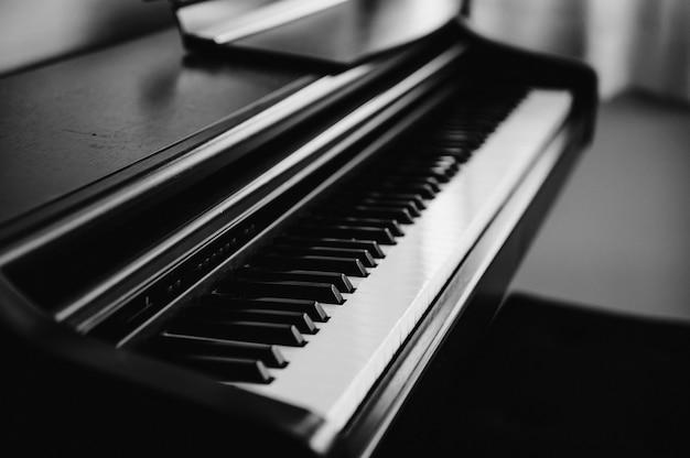 Cor preto e branco da tecla de piano clássica