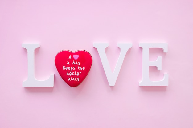 Coração brilhante na escrita de amor
