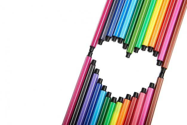 Coração de canetas de ponta de feltro