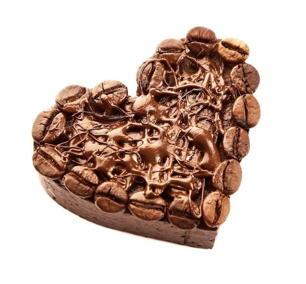 Coração de chocolate, isolado no branco
