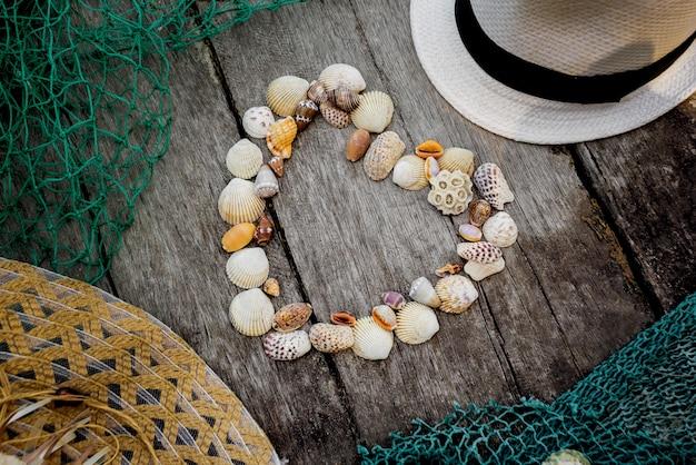 Coração de conchas do mar.