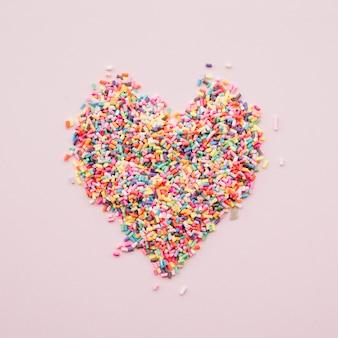 Coração de doces coloridos diferentes