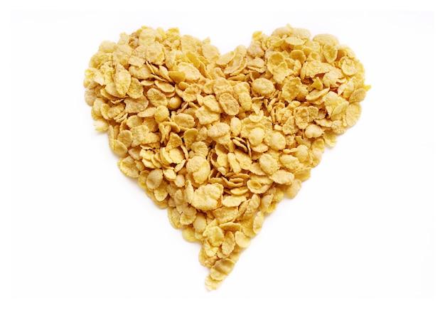 Coração de flocos de milho para um café da manhã saudável e saboroso