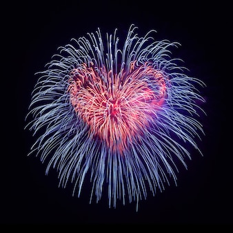 Coração de fogos de artifício no fundo do céu negro