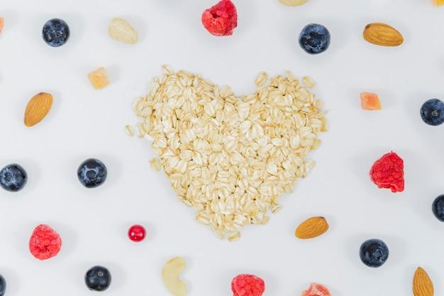 Coração de frutas e cereais