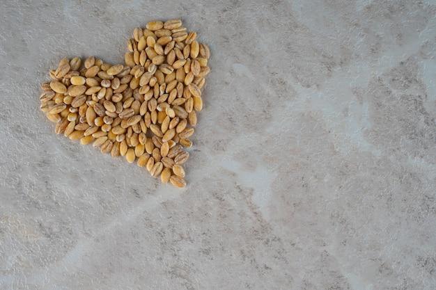 Coração de grumos, um conceito de saúde e beleza.