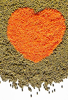 Coração de lentilhas e feijão