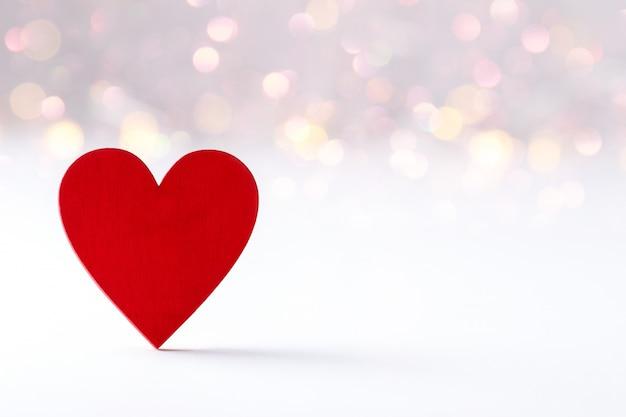 Coração de madeira vermelho