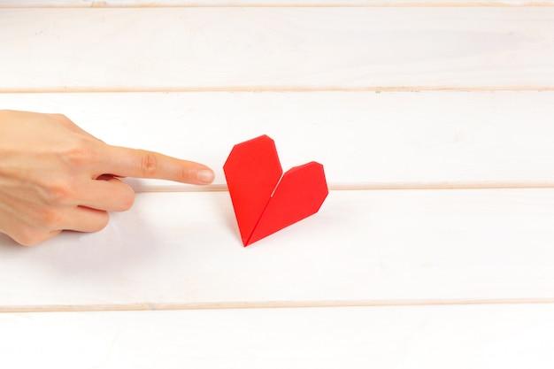 Coração de origami. símbolo do dia dos namorados