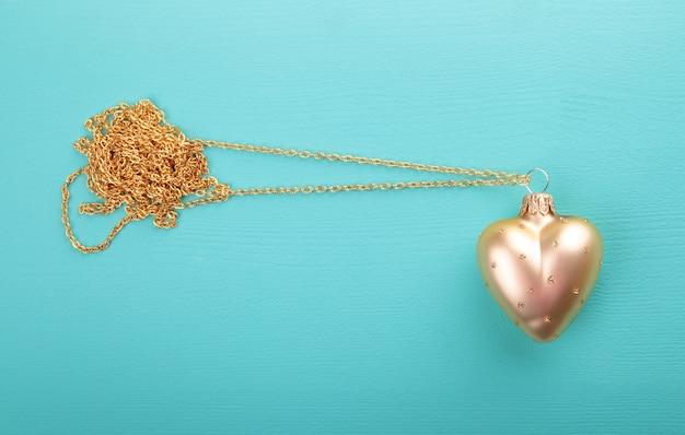 Coração de ouro com corrente de ouro