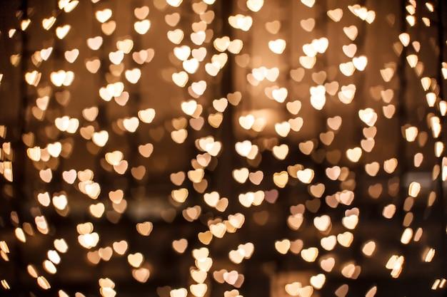 Coração de ouro desfocado em técnica bokeh