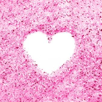 Coração em cristais de magenta Foto gratuita