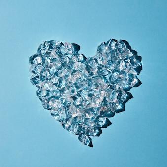 Coração feito de cubos de gelo