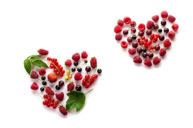 Coração feito de diferentes frutas frescas